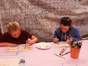Fifth graders at Carl Cozier Elementary build community through a mural project. Photo credit: Patricia Herlevi.