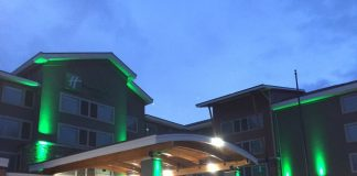 oliday Inn Hotel & Suites-Bellingham is the area's newest full service hotel. Conveniently located just steps away from the Bellingham International Airport